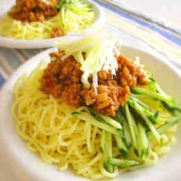 ジャージャー麺風~肉味噌うどん~ | 筍、干しシイタケ、人参、ブロッコリーの茎、胡麻などを入れて。