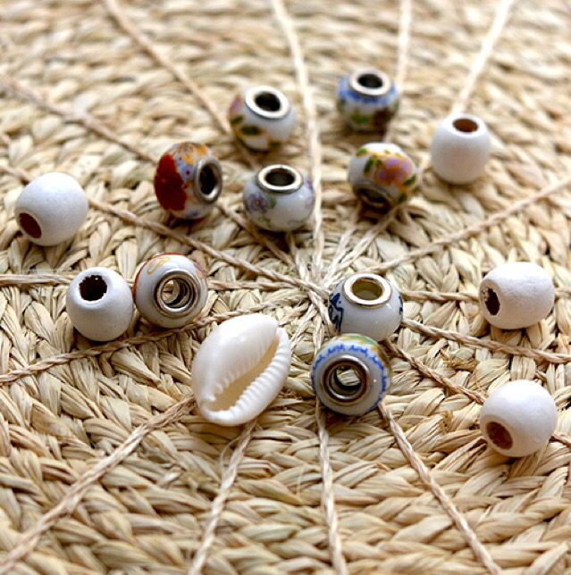 This is one of many dreadlock bead packs that you can find in our shop. In this pack you will get diffrent porslain beads that are painted in Chinese patterns some white wooden beads and one big shell. You can fin this dreadlock bead pack and our other Dreadlock bead packs in our shop here:  http://dreadstuff.com/collections/dreadlock-beads