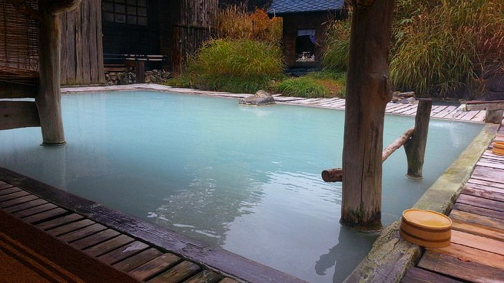 Enjoy an Onsen Looking for a day in Tokyo where you can just unwind and do nothing? Go to a traditional Onsen to enjoy natural volcanic hot spring water pumped from deep underground.