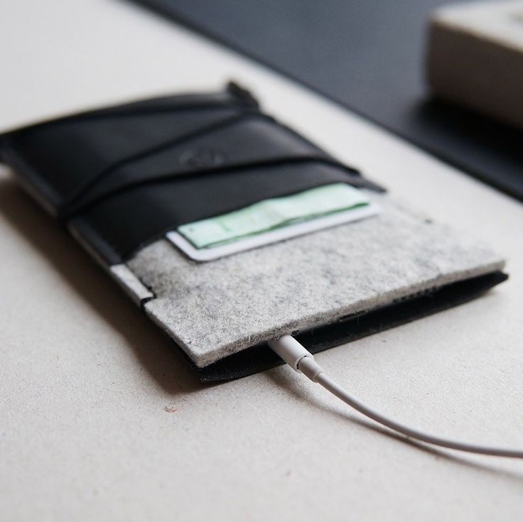 The new, highly functional KORD iPhone case | premium Italian leather & 100% natural wool felt