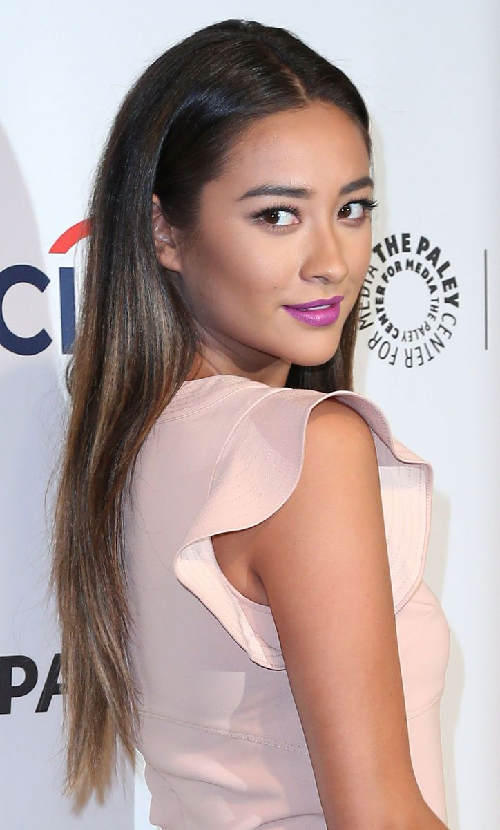 Shay Mitchell Really Nailed This Big Spring 2014 Makeup Trend. Come See!