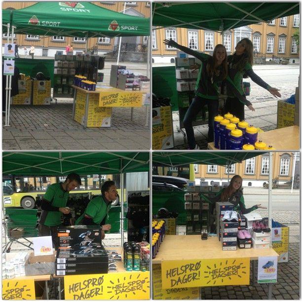 "@marialagesen's photo: ""Trivelig arbeidsdag i festivalteltet!  #instacollage #gsport #lefstad #fun #martna #trondheim #norway #work #smile #haha #friends #customers #green #helsprø #salg #kaffetørst #g #sport"""