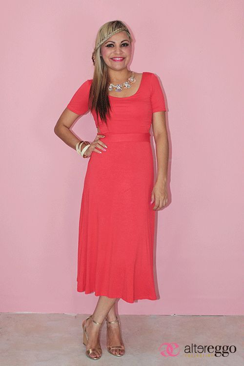 vestido 3/4 color narnaja y mini escote en la espalda.