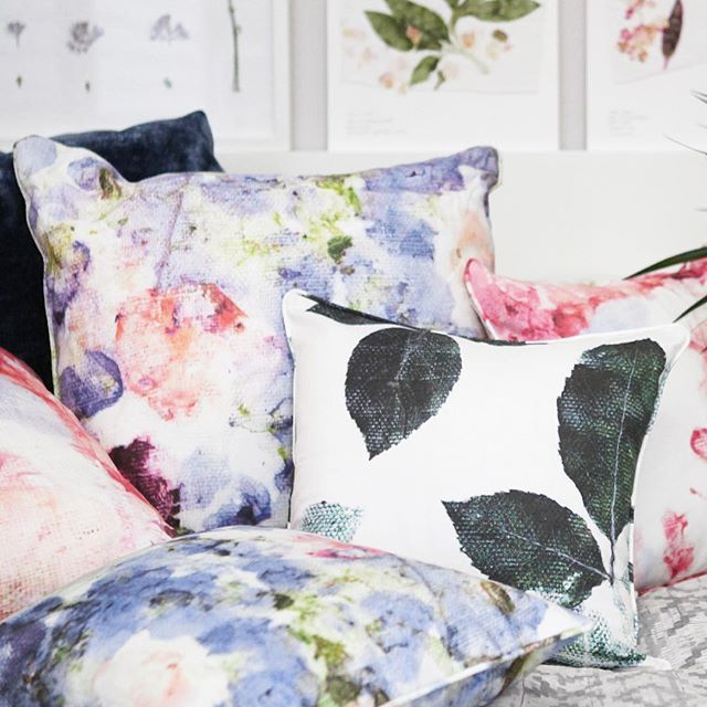We are having a sale on our sustainable cushions! 🌸🌷 all printed with eco friendly dyes and come with piping on the edges. Printed onto a soft cotton-linen blend and inspired by the garden 🌿💜 available at www.sarahblythe.com/shop