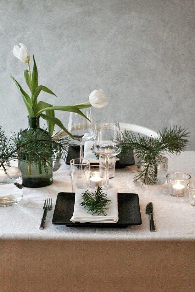 Juldukning med tulpaner och tallkvistar