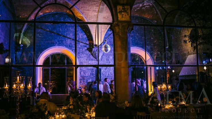 Photo Art Wedding Story - ALMA PROJECT @ Castello di Vincigliata - Loggia & Courtyard - DJ Set - Eva Console Black 150 - Double Small Light System + 2 Beam Roll Led White - smoke machine mirror ball blue 722