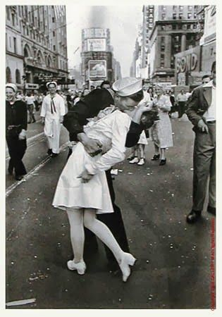 THE KISS di Alfred Eisenstaedt