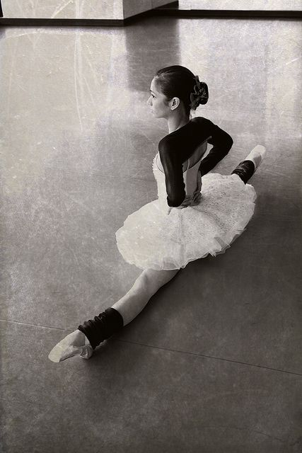 Christine Rocas - Joffrey Ballet by Gina Uhlmann: Ballet Dancers, Fashion Shoes, The Split, Points Shoes, Ballerinas, Dance Teacher, Dance Studios, Middle Split, Girls Fashion