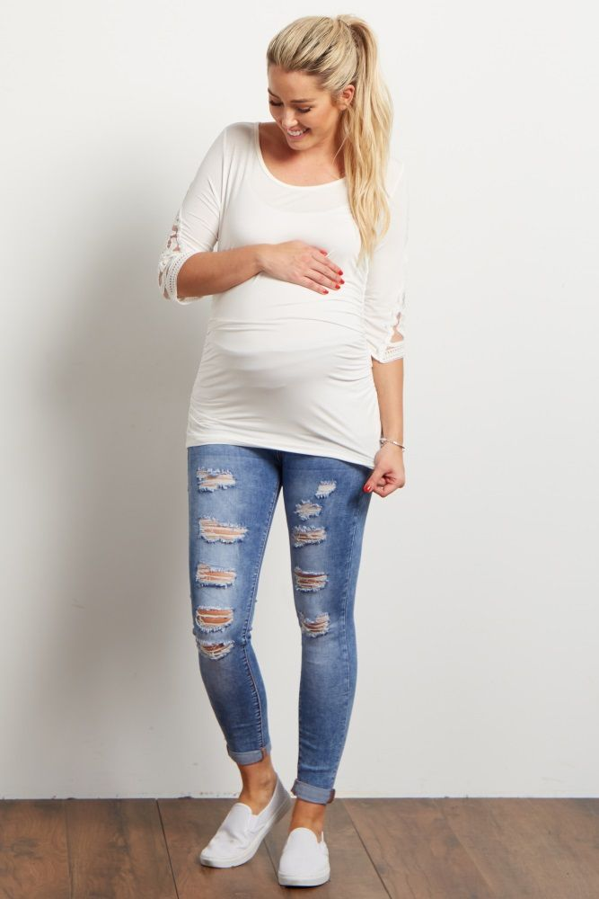 Add some edge to your look this fall with a pair of perfectly distressed maternity skinny jeans. With a casual tee and statement necklace, this look is easy to throw together on the busiest of mornings! We're in love with the simplicity and comfort of this style.