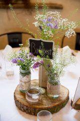 Centros de mesa con tarros de cristal para bodas: Ideas originales y sencillas para realizar los centros de mesa de la boda con tarros de cristal.