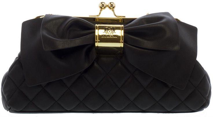LOVE MOSCHINO | Deze mooi clutch met gouden details is een must-have voor Kerst. Shop hem door op de foto te klikken.
