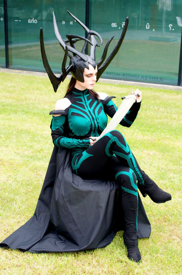 Hela Cosplay Thor Ragnarok Comic Con Germany 2017 by Mon-Kishu