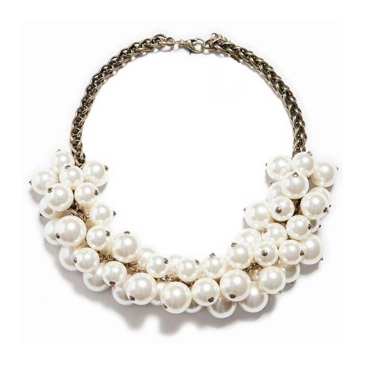 """Collar de perlas inspirado en los famosos maxi collares de Chanel. Versión 100% hecha a mano. Muy especial,  ¡Top ventas!    •Longitud: 40cms.  •Incluye charm con etiqueta """"made with love""""  •Perlas sintéticas de 15mm y 18mm de diámetro aprox."""