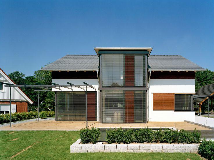 Musterhaus Bad Vilbel • Holzhaus von Frammelsberger • Modernes Energiesparhaus mit offener Küche und Naturpool. Zu besichtigen im Musterhauspark Bad Vilbel.