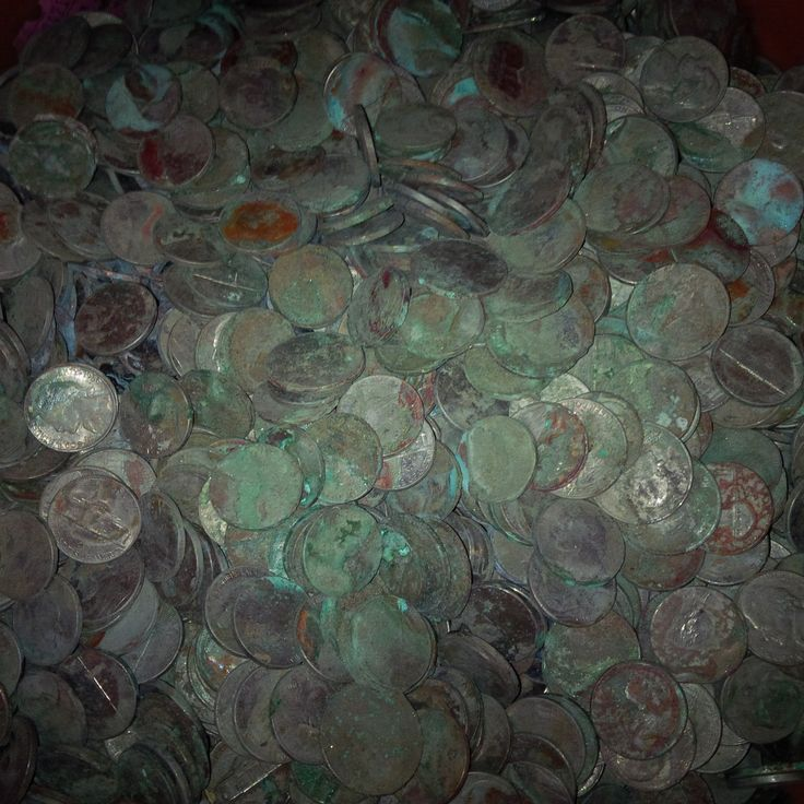 http://coin-cleaning-service.merschat.com : This shipment of corroded coins contained mostly quarters and nickels, some dimes, very few penny (cent) pieces, and miscellaneous debris.  Some, like the nickel at left-center looked almost fine, while most were heavily corroded, tarnished, and dirty.  If you have a few pounds or more (up to thousands of pounds) of old coins like this, why wrestle with cleaning them yourself?  It's a lot of work.  Our process took years to develop.