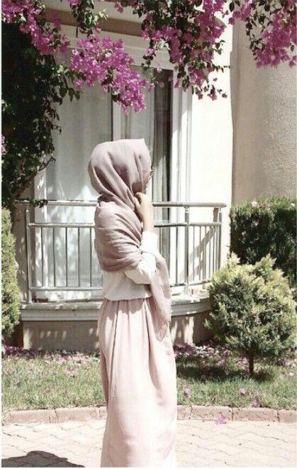 Muslimah fashion. Summer pink pastel maxi dress