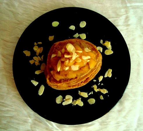 pancakes with apple and almonds