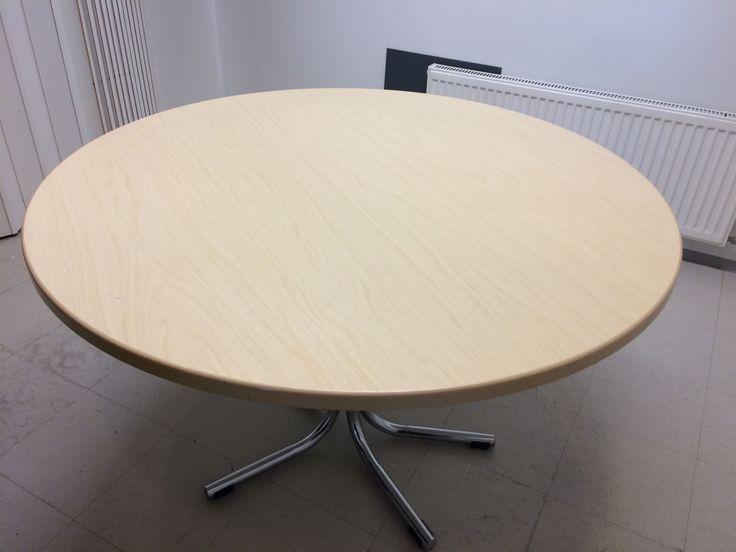 Vaalea pyöreä pöytä