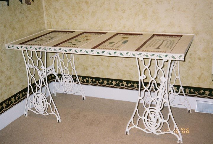 Desk made with antique treadle sewing machine bases and an old doorSewing Machines, Crafts Ideas, Sewing Tables, Diy Crafts, Crafts Projects, Recycle Doors For Tables, Old Sewing Machine, Old Doors, Vintage Doors