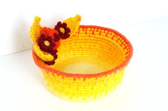 Soleil couchant avec cette corbeille fleurie jaune et orange - Vannerie spiralée et crochet