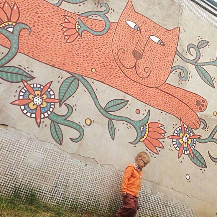 Рыжий дачный привет-воспоминание от моей подруги @nzimireva. А благодаря старому доброму жж, удалось раскопать фотографии процесса, 5 лет назад. Ах!    Вот бы еще где-нибудь нарисовать что-то большое-прибольшое    #роспись #painting #кот #cat #streetart #Belarus