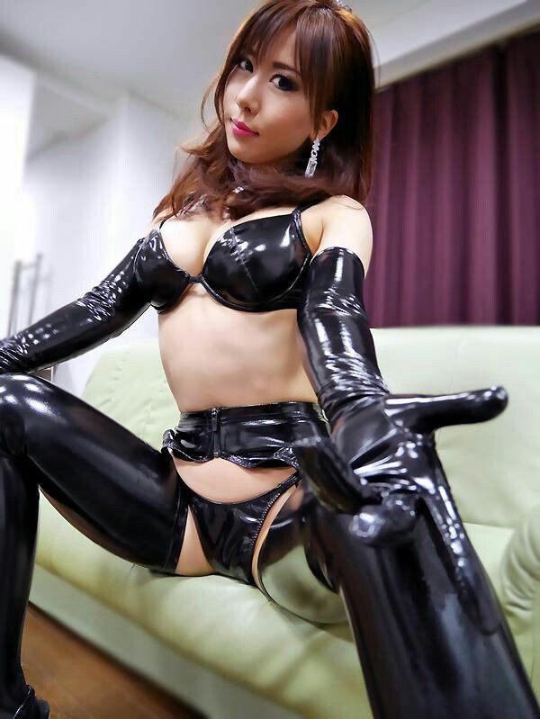 Китайские девушки в латексе, секс зашел за солью