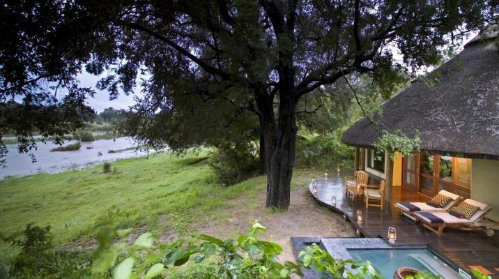 De fantastisk beliggende hytter hos River lodge i Sydafrika
