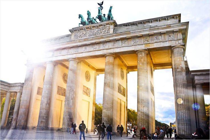 Berlin Berlin wir fahren nach #Berlin! Nur wenige Schritte vom Spandauer See entfernt liegt das 4-Sterne #Hotel centrovital, in dem ihr für nur 69 Euro inklusive Frühstück zu zweit übernachten könnt. Das Hotel verfügt über einen Sportclub sowie eine Spa- und Saunalandschaft, die ihr nach einer ausgedehnten Sightseeingtour zur Erholung nutzen könnt.