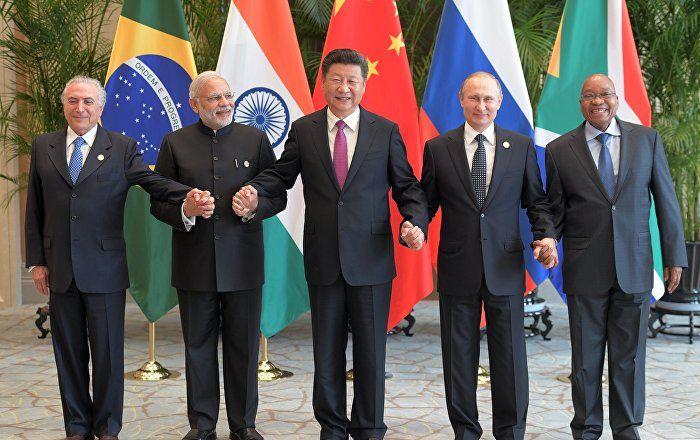 Die BRICS-Staaten lehnen eine Politik von Machtdrucks und Verdrängung der Souveränität anderer Länder ab, was in einer Deklaration im Anschluss an ein Gipfeltreffen in Goa festgehalten wird, wie der russische Präsident Wladimir Putin in einem Interview mit den Agenturen RIA Novosti und IANS sagte.