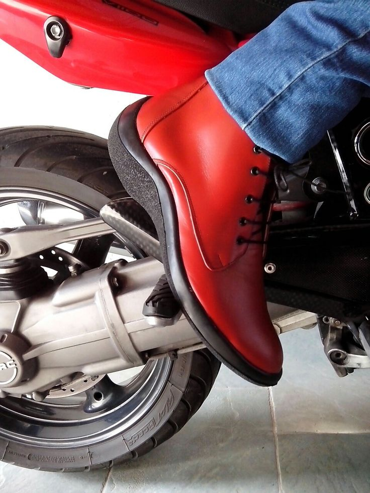 Red boots with vibram sole...on the road!!