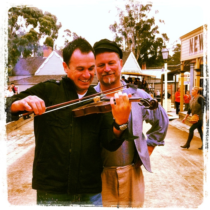 Fiddling with Shannon Noll