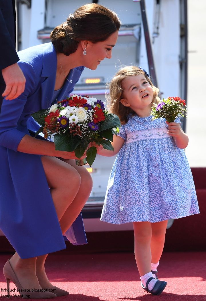 hrhduchesskate: Tour of Germany, Day 1, July 19, 2017-the Duchess of Cambridge and Princess Charlotte with matching bouquets