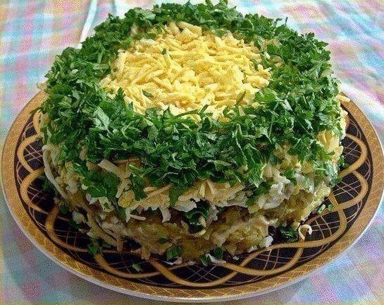 """Салат """"Грибы под шубой""""  Ингредиенты:  - 500 гр грибов - 1-2 головки репчатого лука - 3-4 вареные картофелины - зеленый лук - 3-4 яйца - несколько соленых огурцов - 200 гр твердого сыра - майонез  Приготовление:  1. Грибы перебираем, моем, режем и жарим на сковородке и репчатым луком. 2. Вареный картофель, яйца, соленые огурцы, сыр трем на крупной терке. 3. Выкладываем слоями: 1 слой - жареные грибы с луком 2 слой - вареный картофель 3 слой - зеленый лук 4 слой - майонез 5 слой - соленые…"""