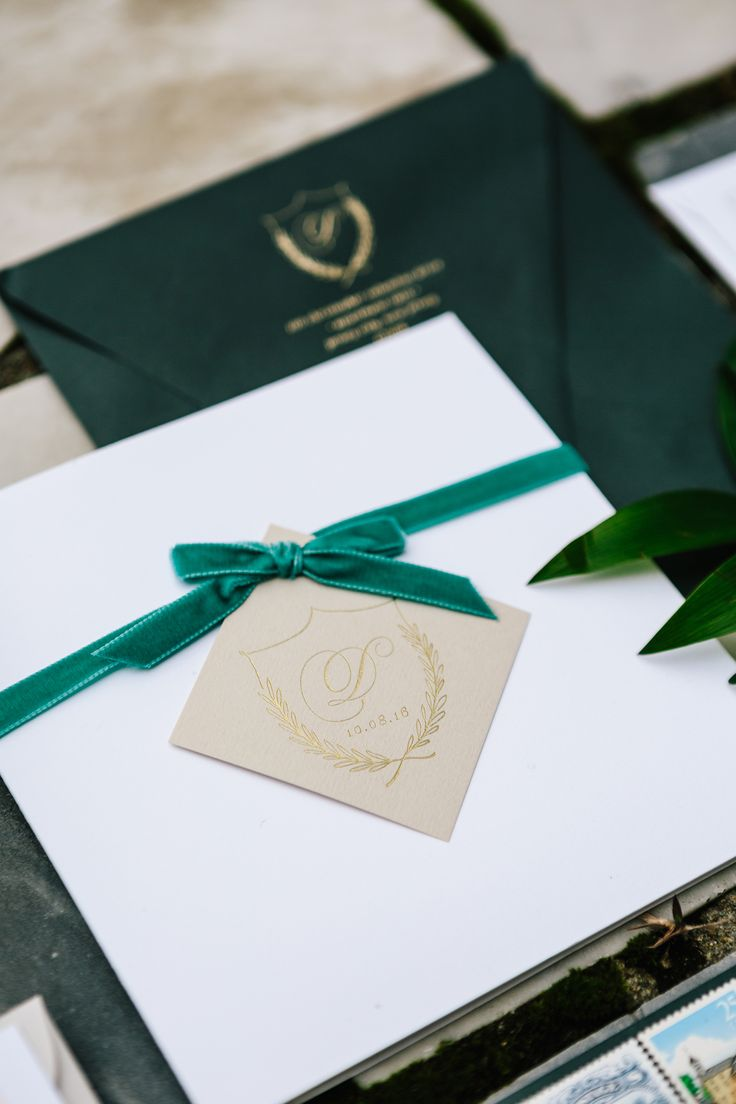 dark forest green invitations custom crest velvet ribbon | Photography: STUDIO 1208