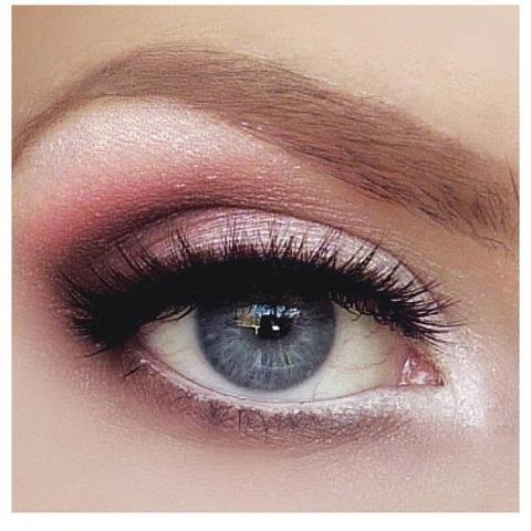 I need to try this look - maybe this weekend I will give it a shot. I want her eyebrows too!!!: Makeup Geek, Pink Eyeshadows, Pink Eye Makeup, Blue Eye, Eyemakeup