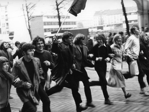 """Die """"68er-Bewegung"""" stand im Spannungsverhältnis zwischen politisch motivierten Demonstrationen und auf der anderen Seite der langsamen Kommerzialisierung der Kulturindustrie. Foto: Günter Zint"""