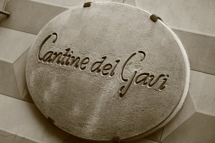 """Ristorante """"Cantine del Gavi"""" : locale elegante e cucina straordinaria!  Leggi i nostri consigli per visitare Gavi: ristoranti, B&B, bar e negozi http://www.vinicartasegna.it/consigli-per-visitare-gavi-ristoranti-bb-bar-negozi/"""