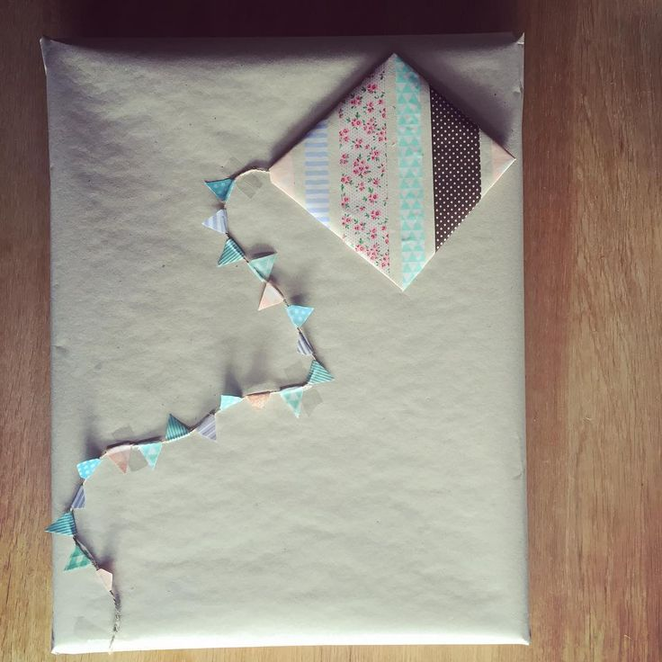 DIY Birthday present wrapping - Let's go fly a kite - brown paper, string &…