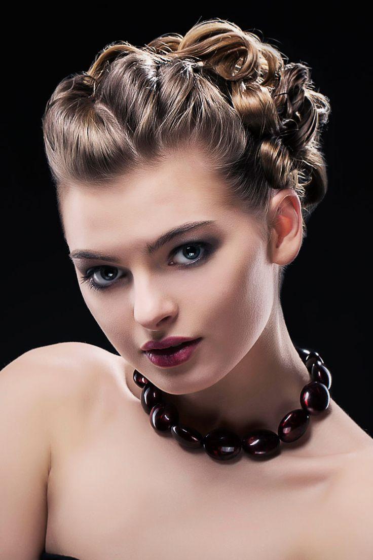 Hochsteckfrisur mittellang: Edle Steckfrisur mit Locken für kurzes Haar