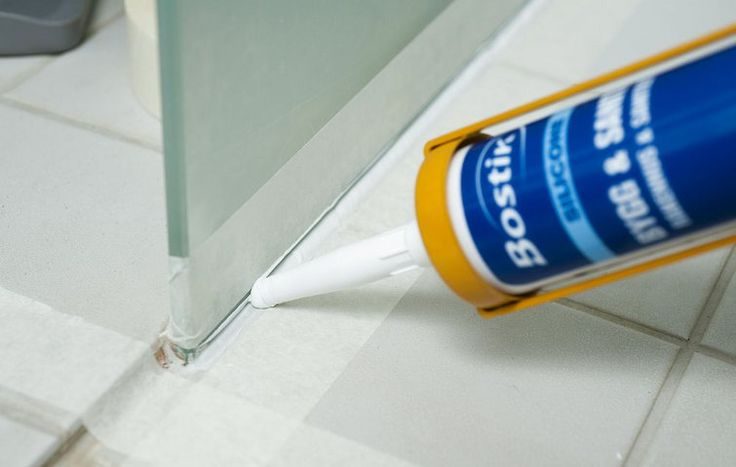 Fugning med silikonemasse på badeværelse
