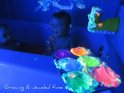 Glowing homemade bath paint!  SO fun!: Glow Homemade, Glow Bath, Homemade Bath, Dark Bath, Black Lights, Jewels Rose, Shaving Cream, Bath Paintings, Bath Time