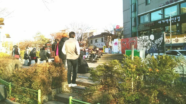 Let's just travel Hongdae to feel the greatness of BUSKING! OMG I just love it!