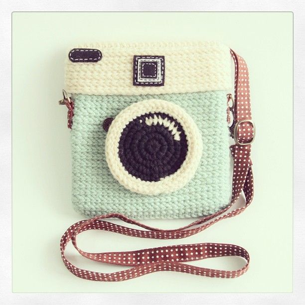 super cute crochet camera bag