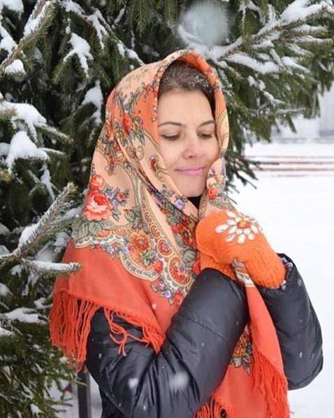 Russian Shawl Pavlovo Posad Wool kerchief brown orange Roses