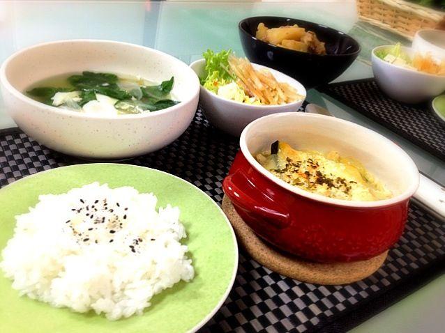 ⚫かぼちゃ&チキンのグラタン ⚫たまごスープ ⚫豆腐&ヤーコンのポン酢サラダ ⚫肉じゃが…実家からのもらいもの でした( ´ ▽ ` )ノ  グラタンが簡単すぎてビックリ‼ すごいレシピを考える人がいるものだ( ̄▽ ̄)謝謝 - 226件のもぐもぐ - かぼちゃのグラタン( ´ ▽ ` )ノ by kumonSasa