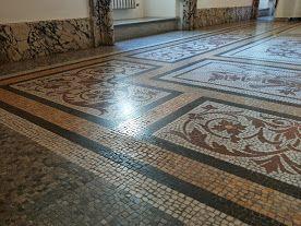 pavimento in  mosaico meraviglioso che noi della Floor Treatment dobbiamo lucidare.