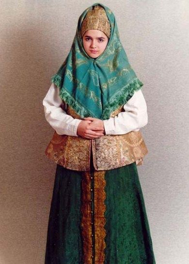 Russian traditional costume of a married woman from Vologda Province. Festive clothes, the second half of the XIXth century.