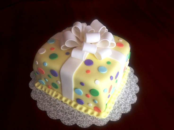 Cake Decorating Gift Box : Gift Box Cake decorated with fondant in Wilton Course 3 ...