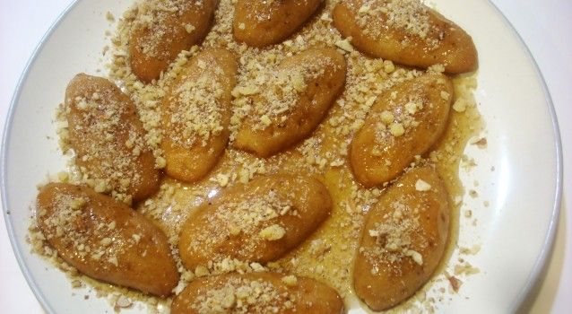 Μελομακάρονα με καρύδι και μέλι στη ζύμη
