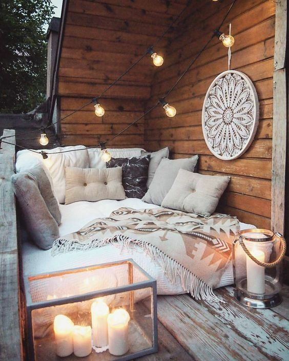 How cozy and perfect is this outdoor space? #hygge #hyggehome #simpleliving #hyg
